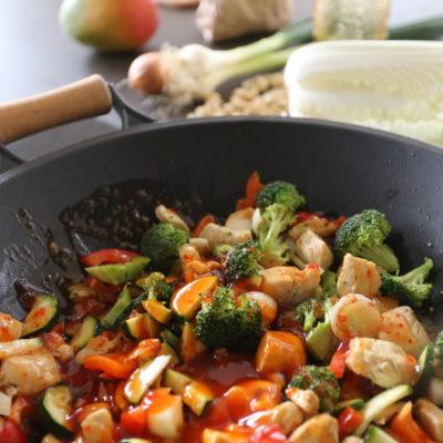 frisches Gemüse gekocht mit asiatischen Sossen gewürzt